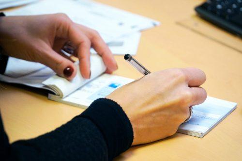 Remplissement chèque de banque