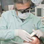 Quel est le salaire et la formation d'un chirurgien-dentiste ?