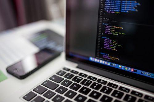 Le salaire et le rôle d'un informaticien